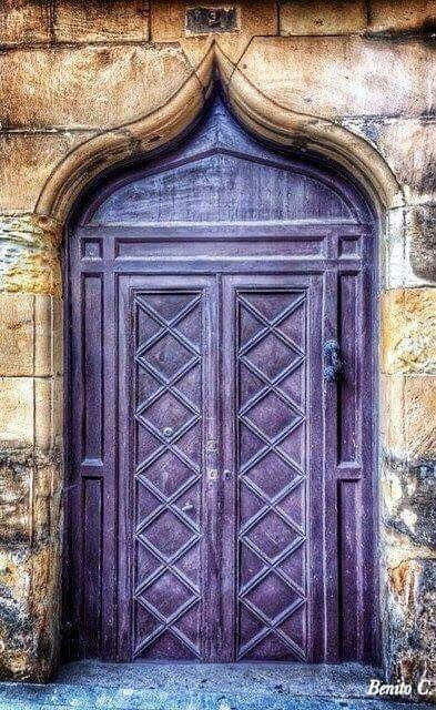 подборка дверей фиолетового цвета