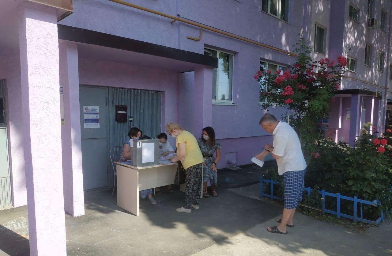 В городе Таганроге продолжается общероссийское голосование по поправкам в Конституцию РФ