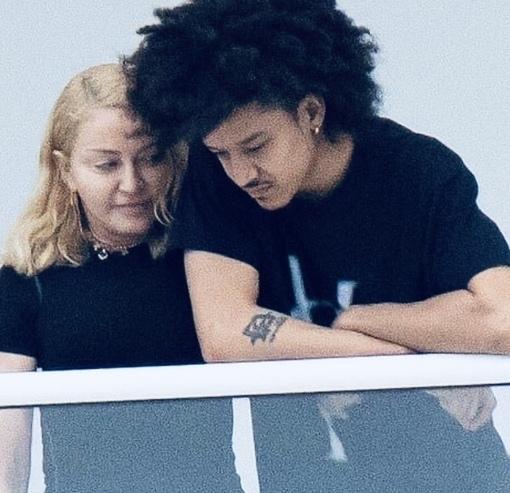У 61-летней Мадонны новый возлюбленный. Ваше мнение. Любит или ради денег