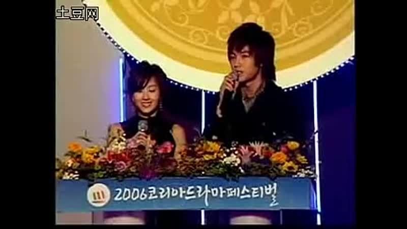 2006 11 25 MKMF 张根锡给陈小春颁奖