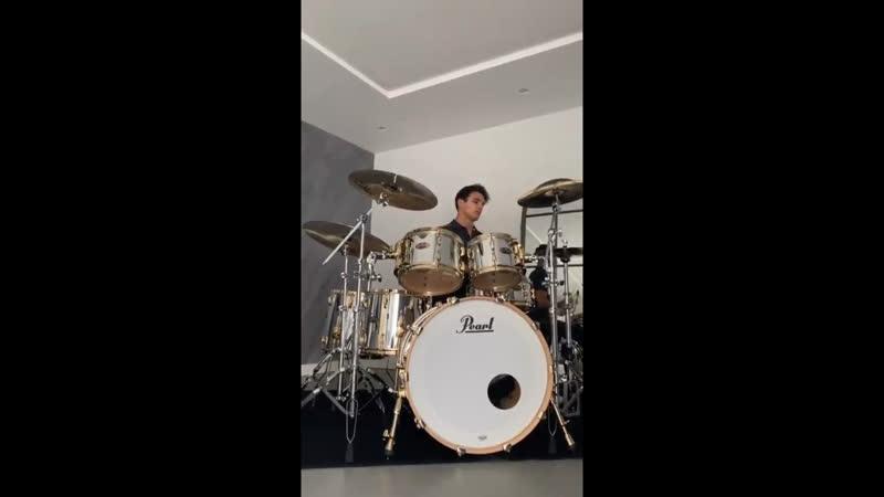 Lando Norris drumming