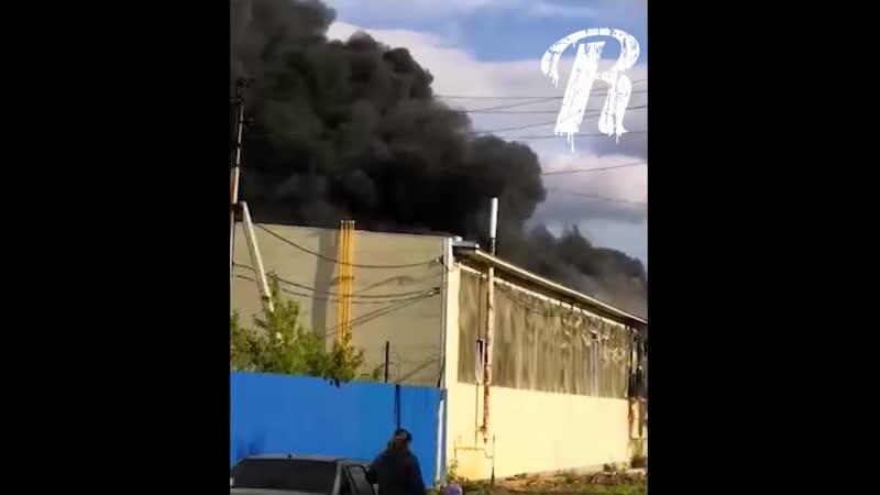 горит завод