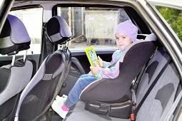 Автоинспекторы проверяют безопасность перевозки детей в автомобилях