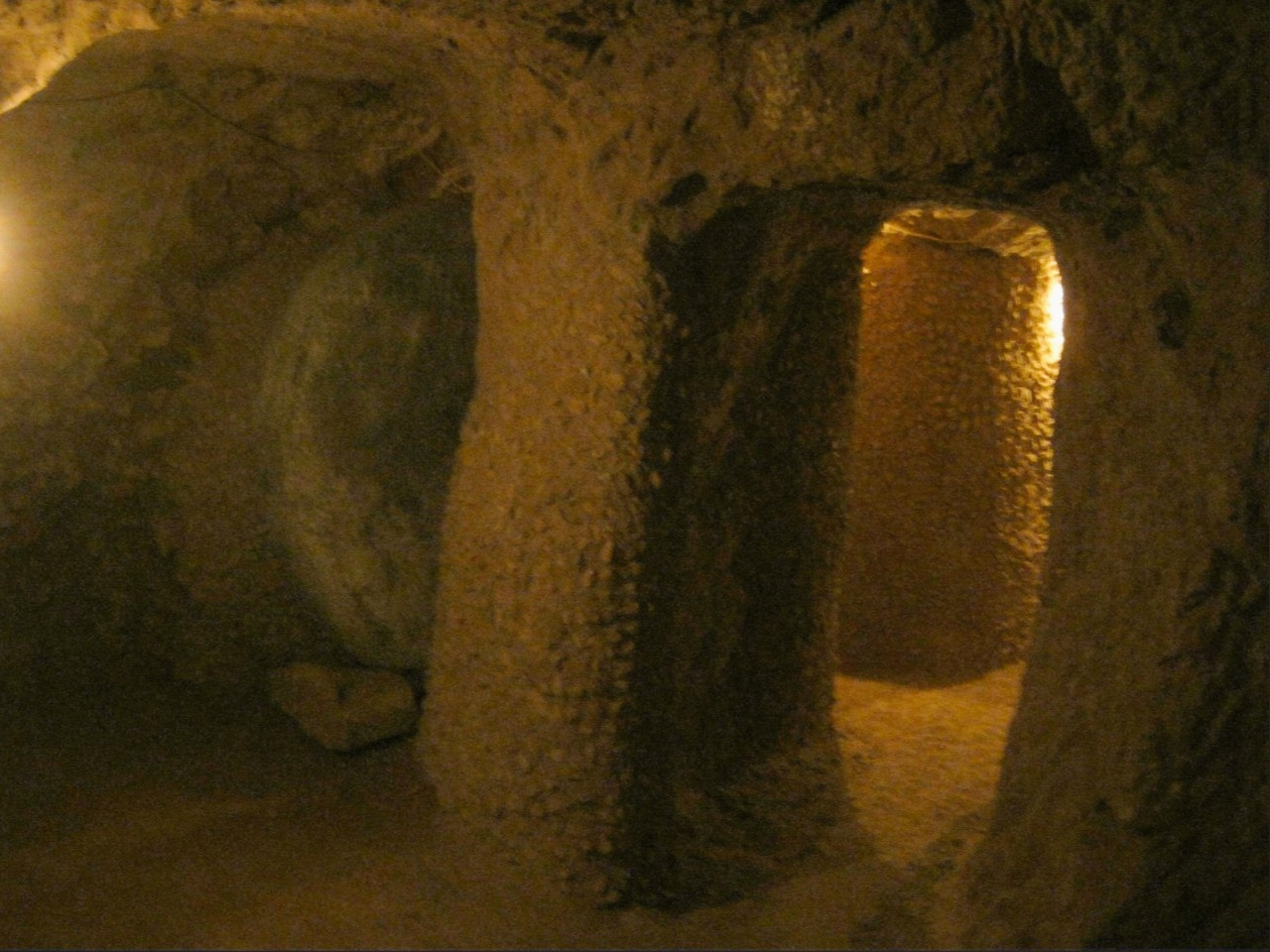 подземный город Aydıntepe (к северу от Байбурта).