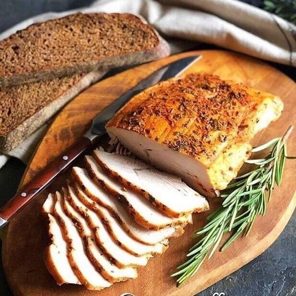 Вкуснятину заказывали БУЖЕНИНА ИЗ ФИЛЕ ИНДЕЙКИ Ингредиенты: - Паприка по вкусу - 500 гр филе индейки - Соль, перец по вкусу - Сушёный чеснок по вкусу - Прованские травы по вкусу Приготовление: