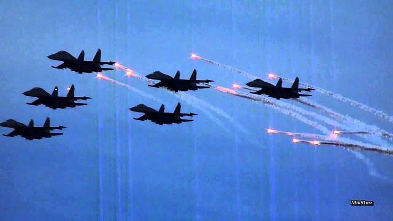 Видео-обзор:Шоу высшего пилотажа авиа-группы «Русские витязи»