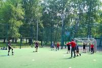 Фото с тренировки школьной группы на футбольном поле школы №3 (Фадеева, 61).