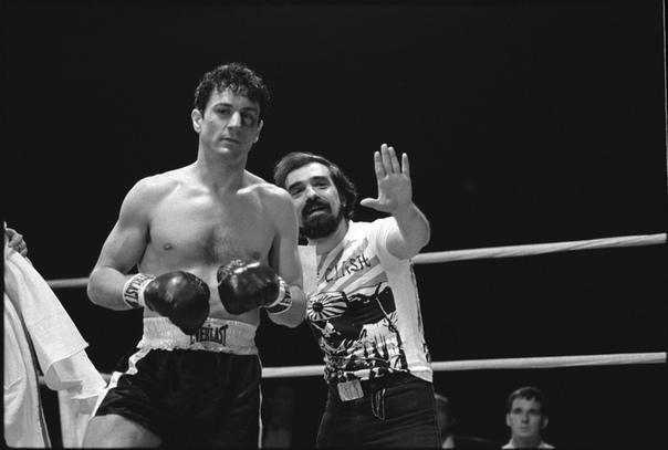 Мартин Скорсезе даёт наставления Роберту Де Ниро на съёмочной площадке «Бешеного быка», 1979 год