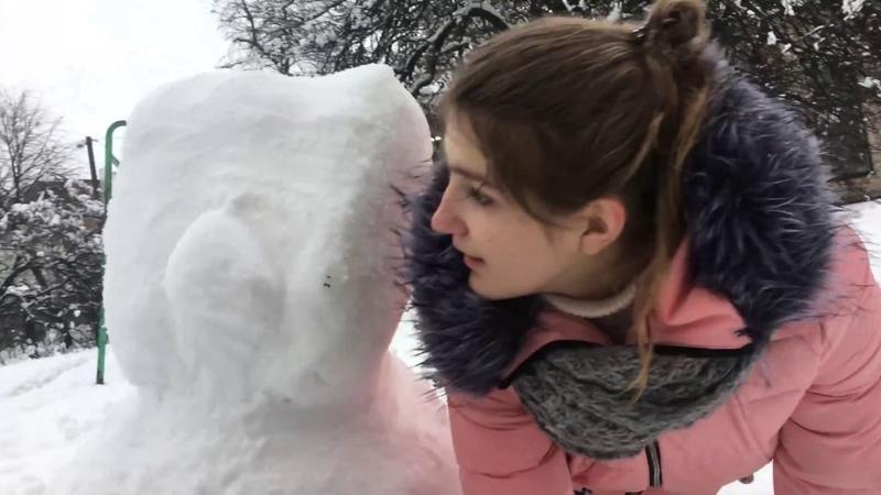 КОТ переросток из снега