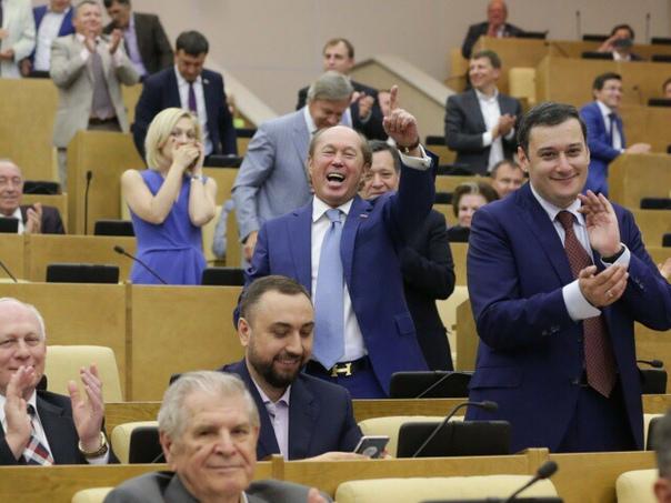 Госдума окончательно приняла законы о борьбе с фейками и оскорблением государства Государственная дума приняла в третьем, окончательном чтении законопроекты о борьбе с фейковой информацией, а