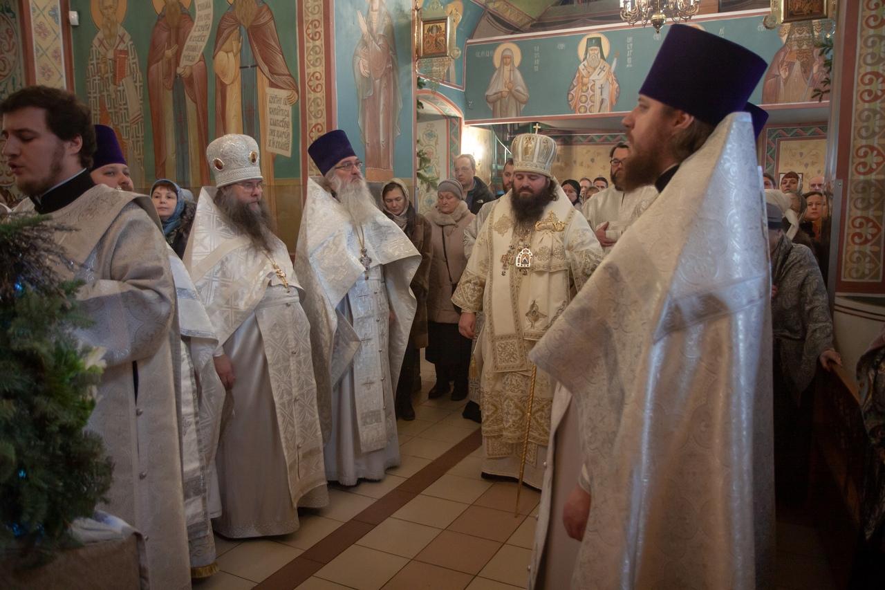 Архиерейская служба в храме святых Космы и Дамиана
