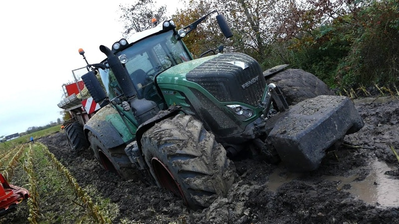 Fendt 939 Vario Gets Totally Stuck in The Mud During Maize Corn Chopping Häckseln 2017