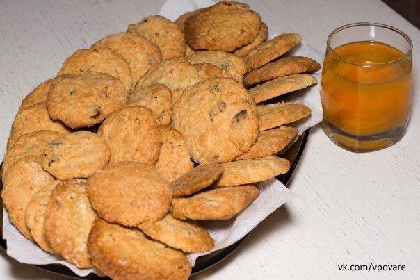 Отличная подборка печенья Сохраняй себе 1. Быстрое печеньеТут главное 2 вещи - СМЕТАНА и МАРГАРИН....Ну еще полпакета разрыхлителя и мука... сколько возьмет.250 г маргарина (мягкого -