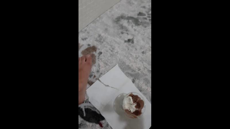 Dondurma yiyorum