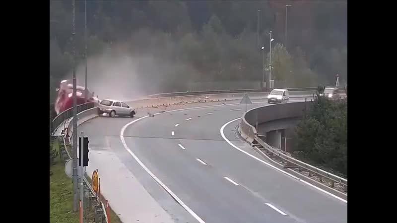 Что за жесть авария в Словении водитель погиб xnj pf tcnm fdfhbz d ckjdtybb djlbntkm gjub xnj pf tcnm fdfhbz d ckjdtybb