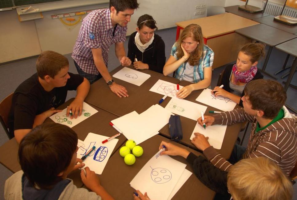 Веб-сотрудничество часто функционирует так же, как традиционные совместные усилия.