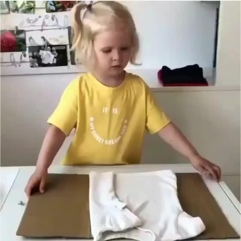 Учим детей складывать футболки(https://vk.com/public185972859)