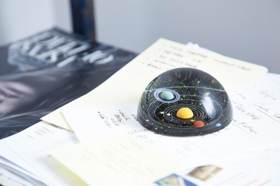 Пресс-папье с миниатюрной моделью солнечной системой внутри