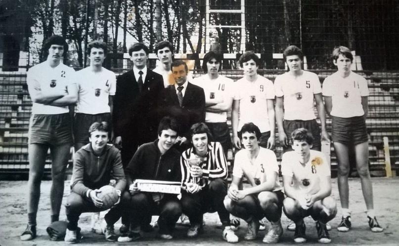 Команда Новой Каховки. Сергей Буданов — второй слева в верхнем ряду (N4), Вячеслав Литеров — пятый слева