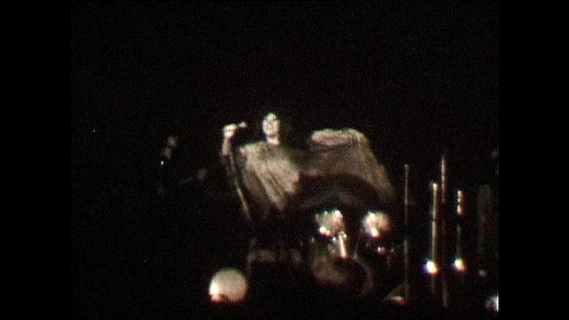 Алла Пугачева на концерте в Новосибирске в 1979 г редкая хроника поёт Все могут короли