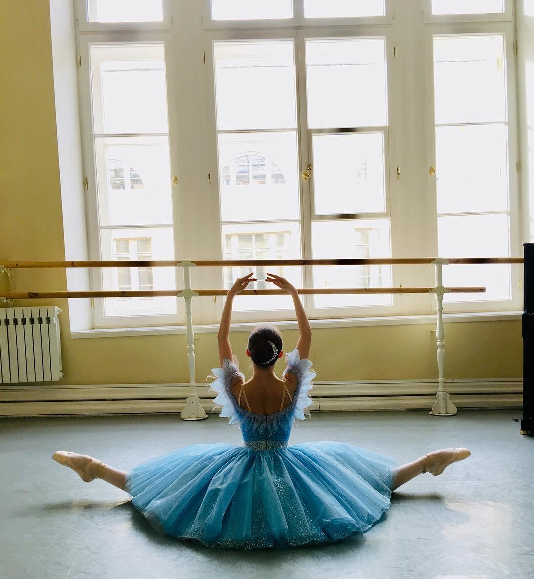 Русская балерина сразила Запад фантастической гибкостью