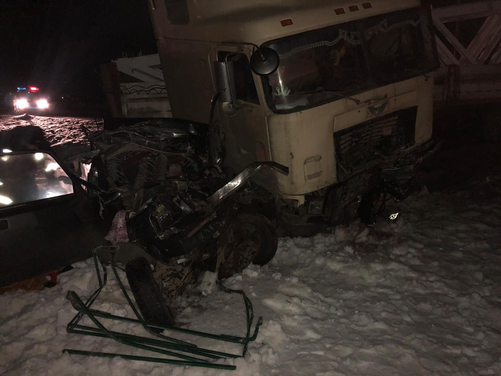 Под Курском в столкновении с грузовиком погиб водитель легковушки