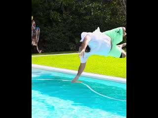 Прыжок DJ Khaled в воду