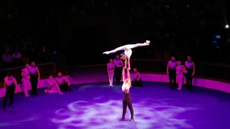 谢苗 克拉奇诺夫在第13届布达佩斯国家马戏节开幕,中国杂技团25名选手三