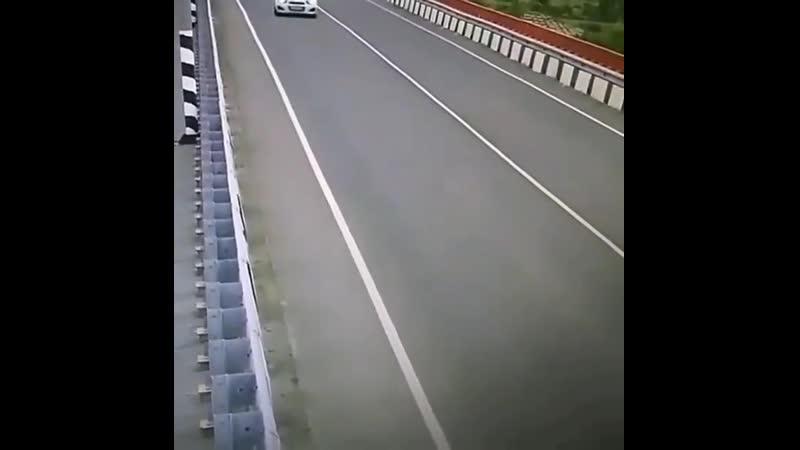 Подстава от встречного грузовика