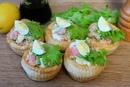 Корзиночки с перепелиными яйцами и семгой