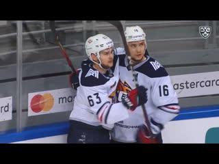 Юрий Платонов забивает первый гол в КХЛ