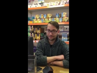 Продавец в магазине под бутиратом или спайсом