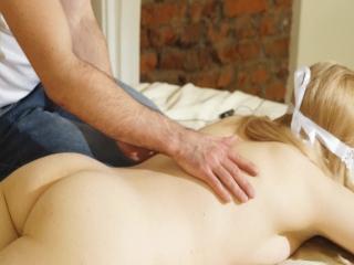 Массажная свеча - как сделать приятный массаж девушке