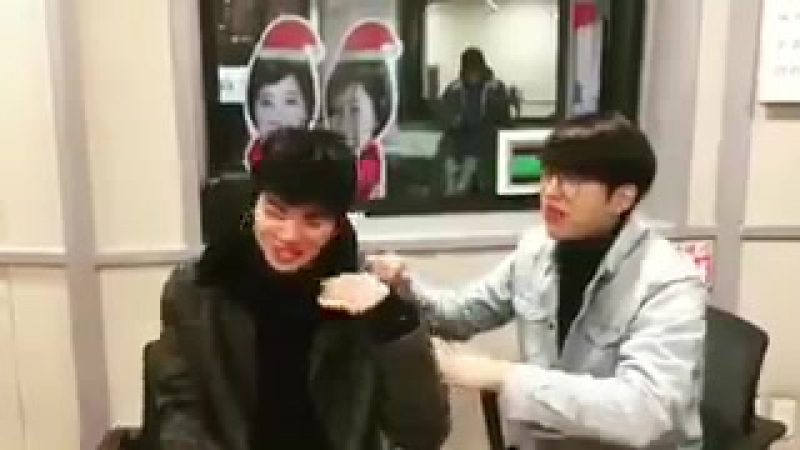 [VID] 180115 SBS Lee Gukju Youngstreet Radio Instagram update - INFINITE Sungjong Woohyun (4)