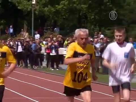 104-летний бегун установил рекорд Европы (новости) » Freewka.com - Смотреть онлайн в хорощем качестве