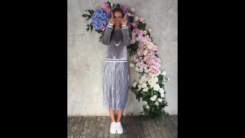 ❤️ Доброго утро и чудесной недели! ❤️ На видео: велюровый серый свитшот и плиссированная юбка.❤️❤️❤️ 💻 Интернет-магазин: www.fas