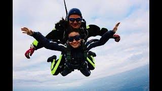 Впервые 13 летняя азербайджанка совершила прыжок с парашютом с высоты 4400 метров