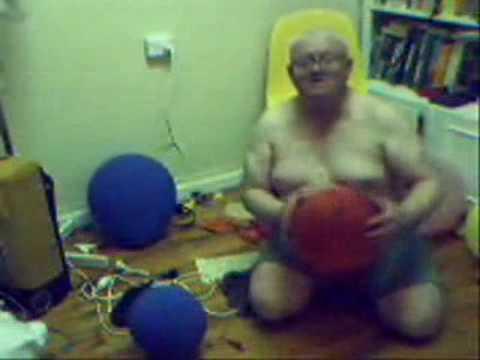 Boris Casoy estourando balões