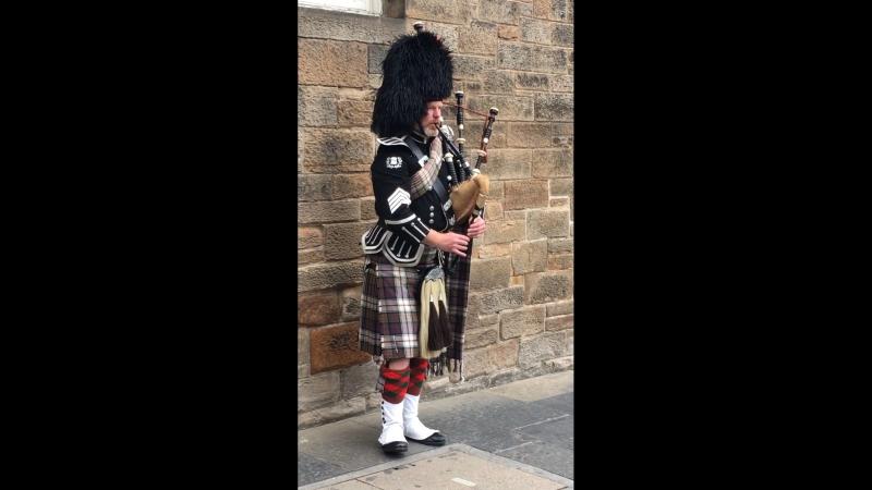 Игра на волынке. Эдинбург