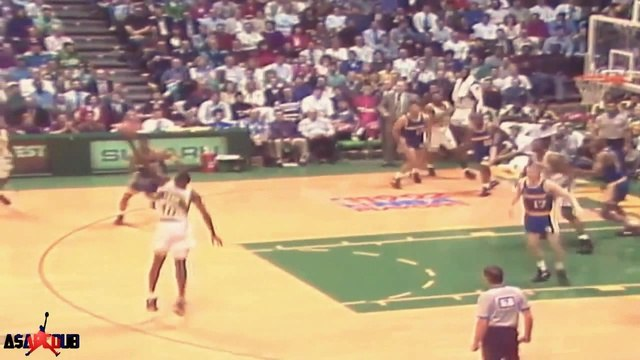 Shawn Kemp Dunks on Alton Lister