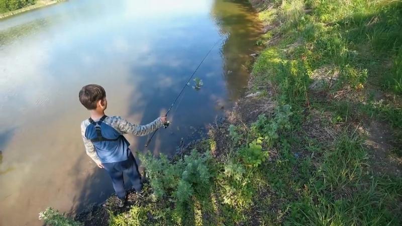 [Глебус] Поймал ДВУХголовую ЛЯГУШКУ! Как поймать лягушку на спиннинг!