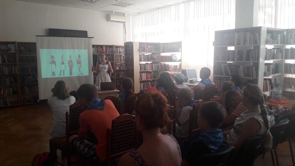 В библиотеке на Корнейчука прошла лекция об истории костюма