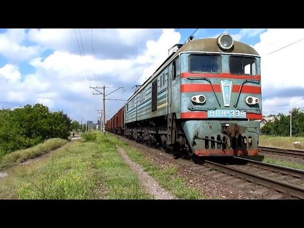 {TRAINS} Электровоз ВЛ8-338 с грузовым поездом и приветливой локомотивной бригадой [12.09.2018]
