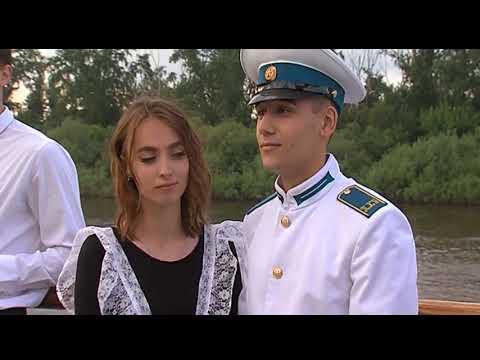 Вальс на Царской набережной станцевали 900 тюменских выпускников