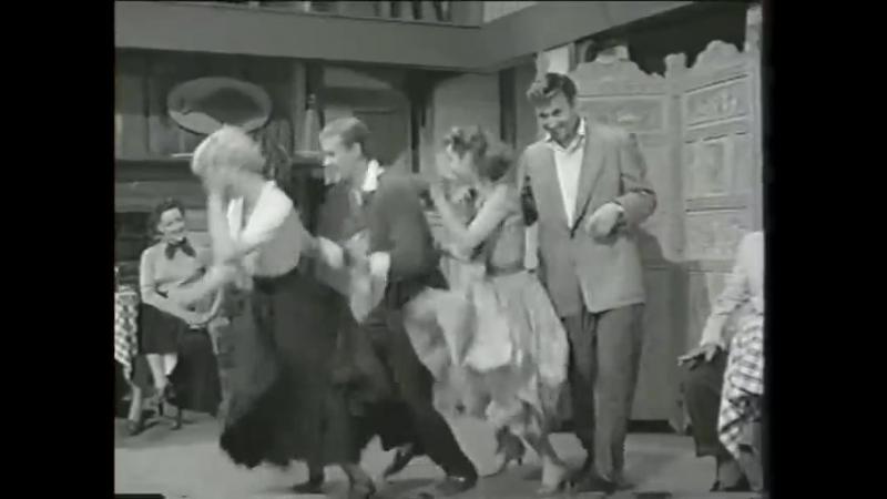 Фильм 1953 года знаменит великим танцором по имени Боб Фосс он танцует в свитере А потом Боб ставил танцы в известном мю