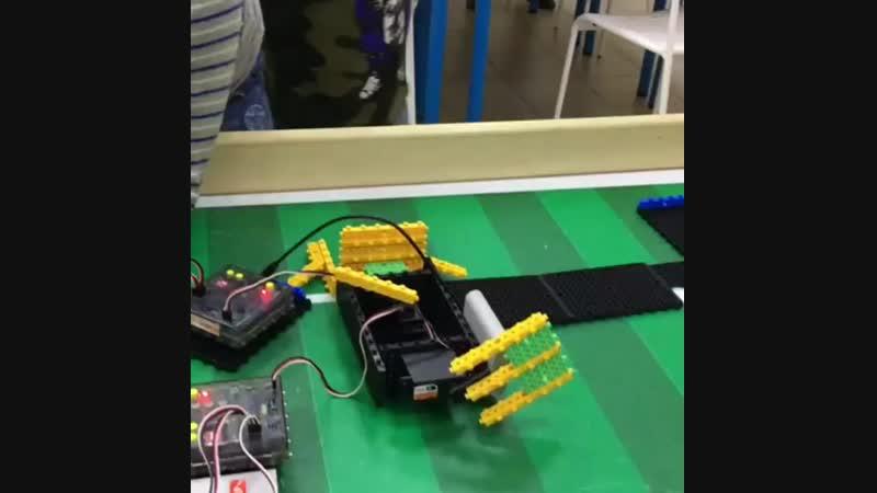 Ребята впервые запрограммировали серводвигатель!)