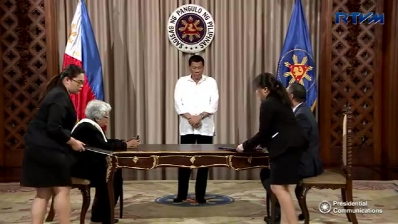 PRRD witnesses the signing of MOA between DepEd and GSIS