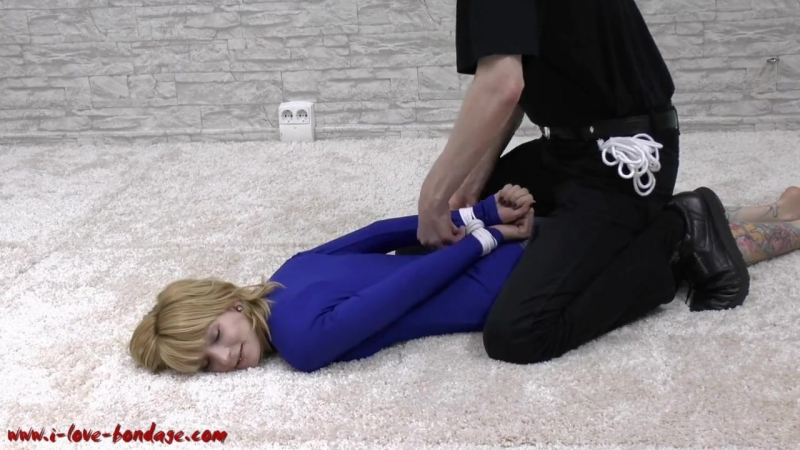 1206 self fisting blond teen