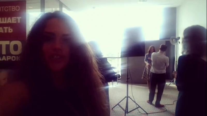 Пример выездной фотозоны для съёмки бизнес портрета на локации клента. Обращайтесь :)