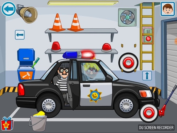 Играем в игру my town полиция